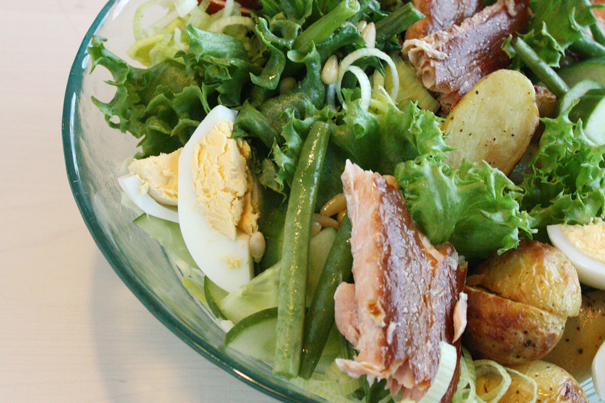 Smoked salmon and roasted potatoes salad